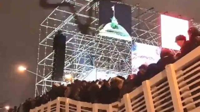 Ponte desaba durante a passagem de ano em Moscovo e faz 13 feridos