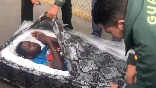 Guardia Civil descobre migrantes a passar fronteira dentro de colchões
