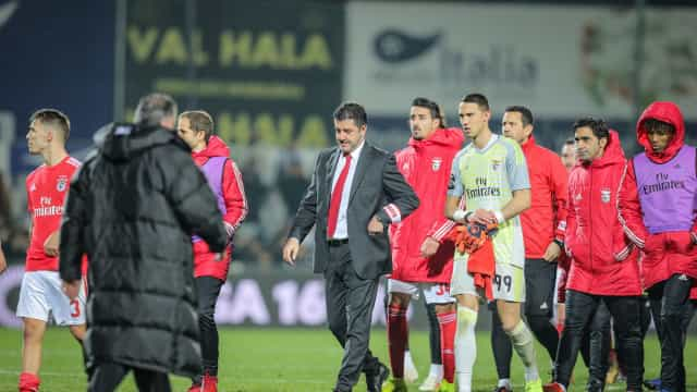 Ano novo e velhos (maus) hábitos: Benfica voltou a ser irreconhecível