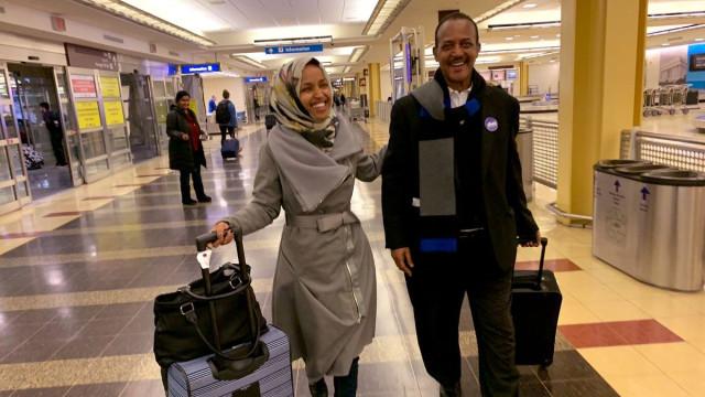 Chegou há 23 anos como refugiada. Hoje tomou posse no Congresso americano