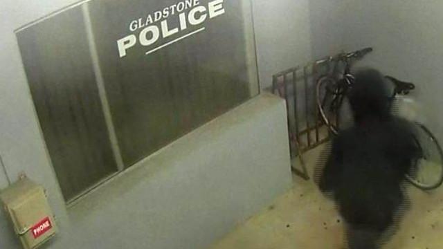 Tentou roubar bicicleta à porta de esquadra. O (in)esperado aconteceu