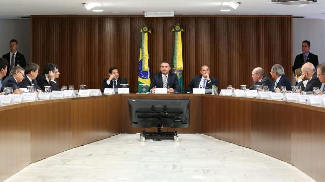 """""""Menino veste azul, menina veste rosa"""", diz ministra da Família do Brasil"""