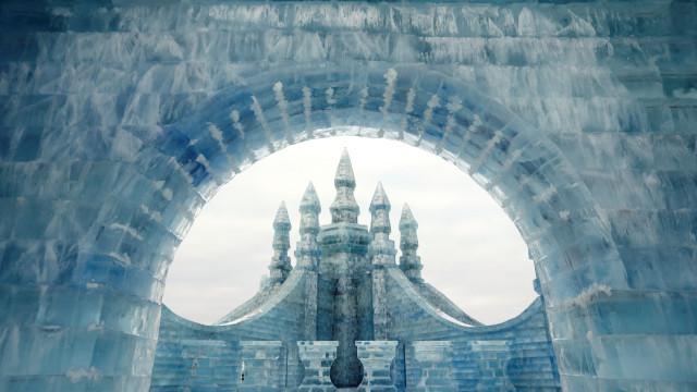 A cidade de gelo na China que rivaliza com o palácio de 'Frozen'