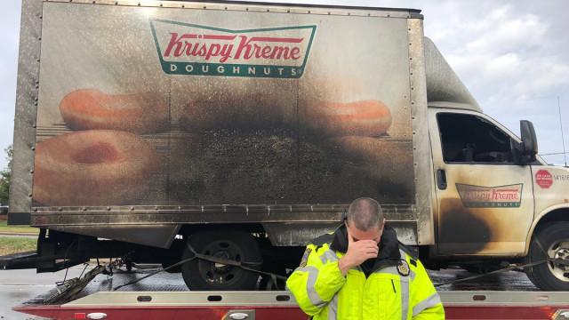 Camião de donuts ardeu e houve lágrimas... de várias esquadras de polícia