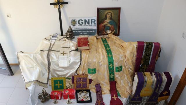 Jovem de 23 anos assaltou capela e furtou diversos materiais religiosos
