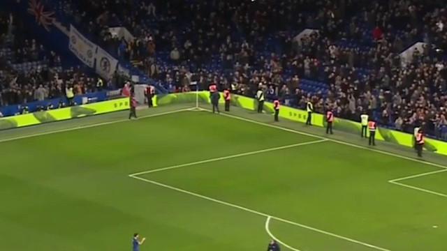 Cesc Fàbregas não conseguiu conter as lágrimas no adeus ao Chelsea