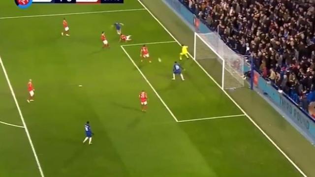 Estava fora de jogo, mas este 'falhanço' de Morata é... de outro mundo