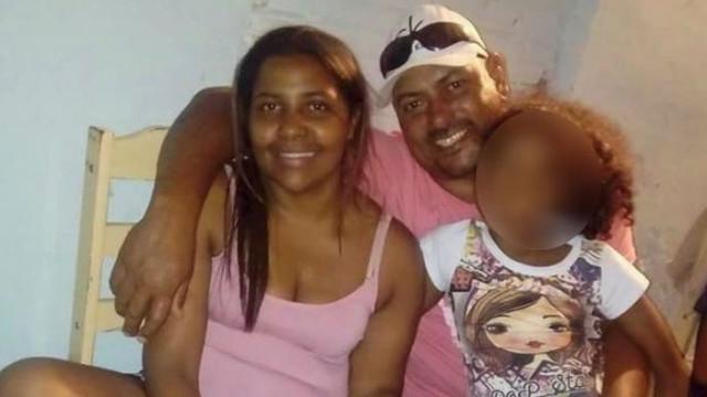 Mulher morta com mais de 20 facadas no Brasil. Suspeito é ex-companheiro