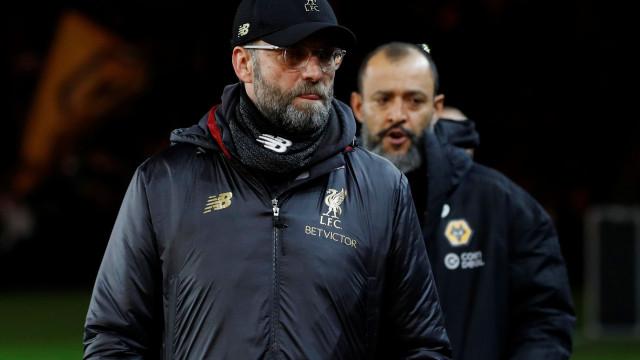 """Klopp explica derrota do Liverpool com o Wolves com o... """"vento"""""""