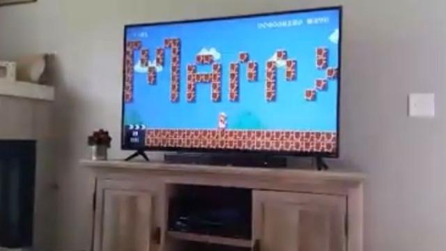Manipula jogo de Super Mário para... pedir namorada em casamento