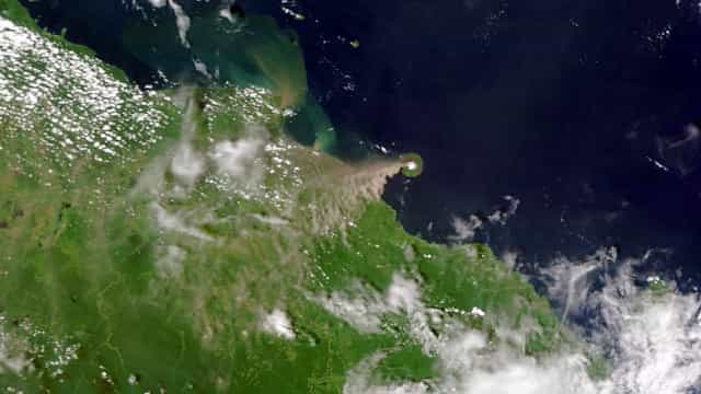 Um dos vulcões mais ativos da Papua Nova Guiné entrou em erupção