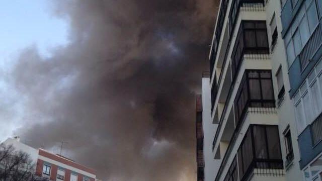 Bombeiros combatem incêndio no restaurante Edmundo em Benfica