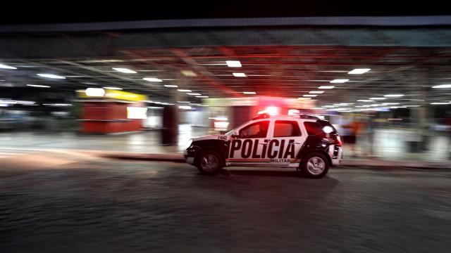 Condutor bêbado no Brasil atropelou e arrastou vítima durante 1 km