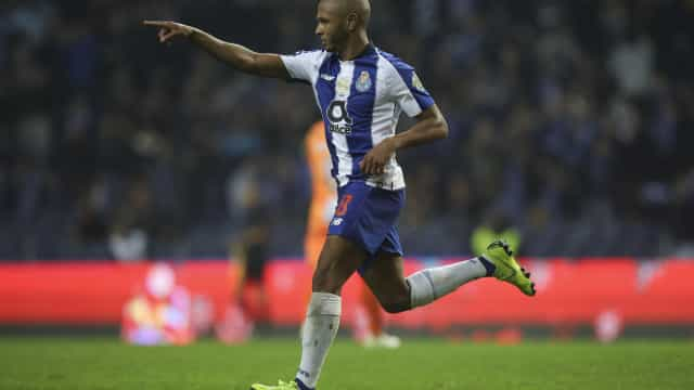 Marco Silva pode levar Brahimi para a Premier League
