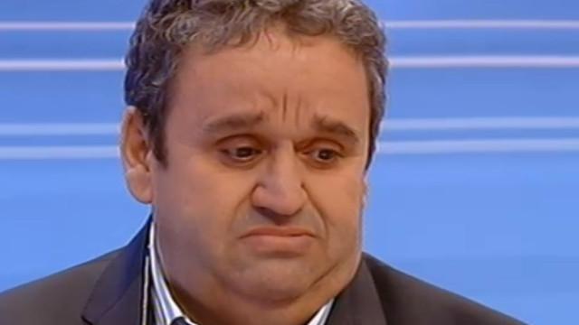 """Emocionado, Fernando Mendes homenageia mãe: """"Foi uma grande mulher"""""""
