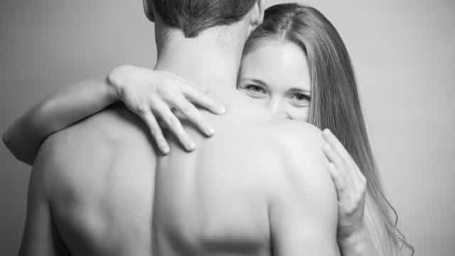 Está a chegar um novo contracetivo masculino que se aplica nos ombros
