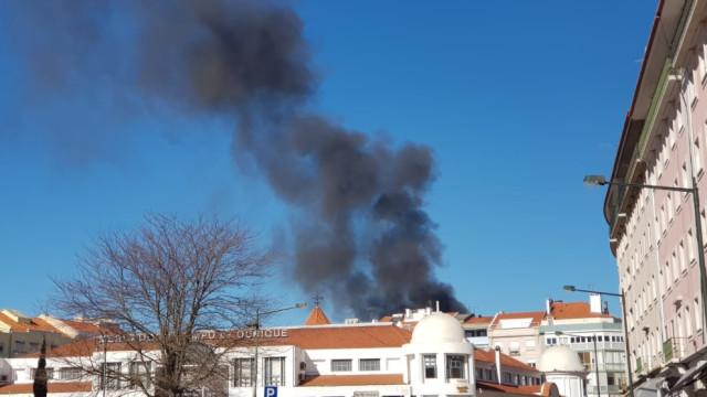 Incêndio numa habitação em Campo de Ourique