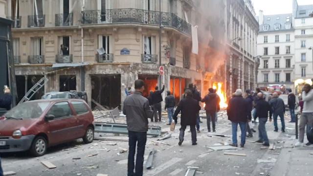 Explosão abalou manhã parisiense. Veja as imagens