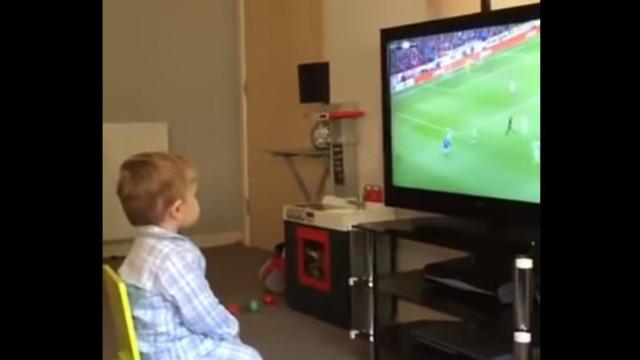 O festejo deste pequeno adepto do Rangers já se tornou viral