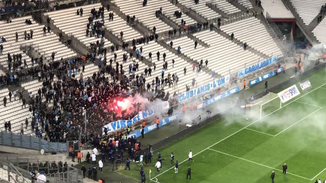 Jogadores do Marselha foram pedir explicações aos adeptos depois do jogo
