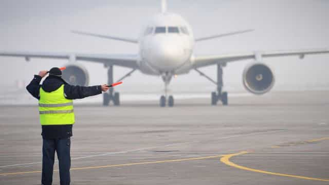 Controladores aéreos do Canadá enviam pizzas aos colegas americanos