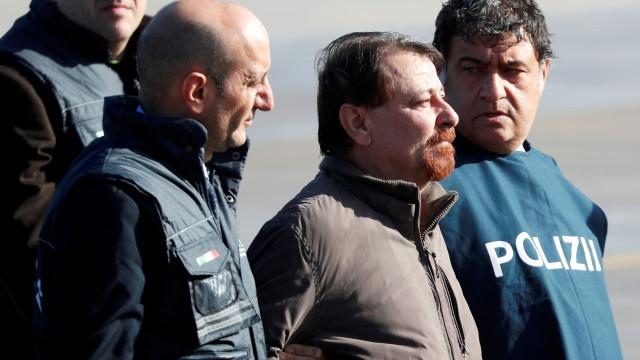 Ex-ativista de extrema-esquerda chega a Itália para cumprir perpétua
