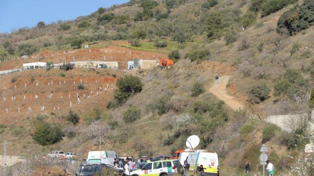 Três opções de resgate em análise para salvar menino que caiu em poço