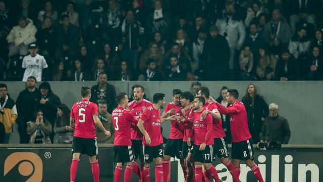 Benfica nas 'meias': Águia pegou na tesoura e desfez um castelo de papel