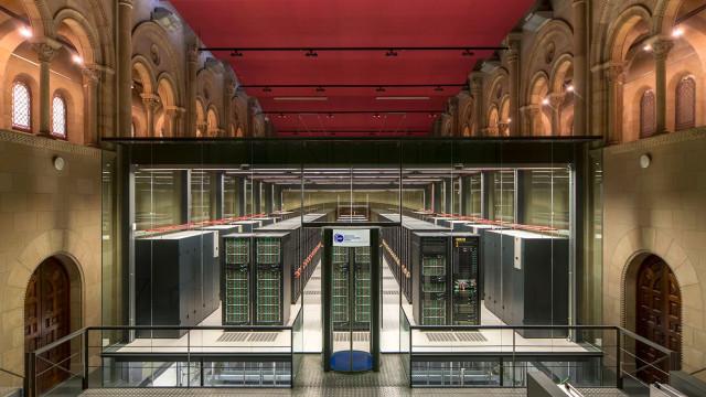 O 'data center' mais bonito do mundo está numa igreja em Barcelona
