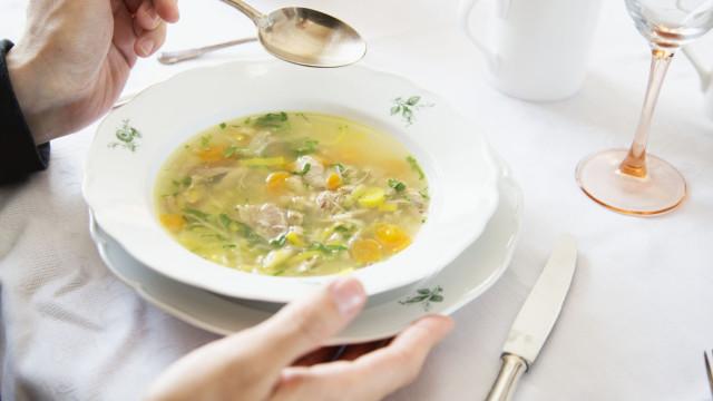 O leitor perguntou: Comer canja ou alho ajuda a curar a gripe?