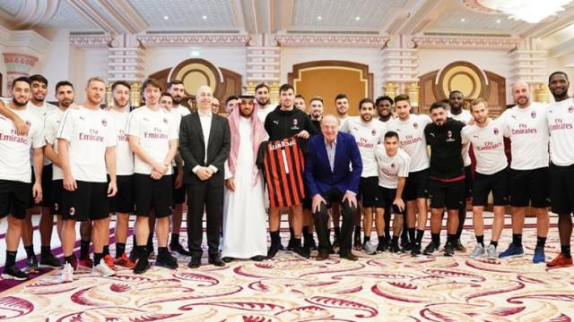 AC Milan publica fotografia na Arábia Saudita e 'alimenta' a novela