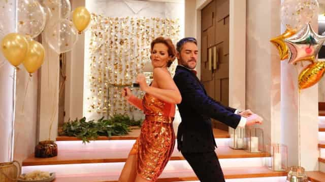 Cristina Ferreira começa programa com look de festa