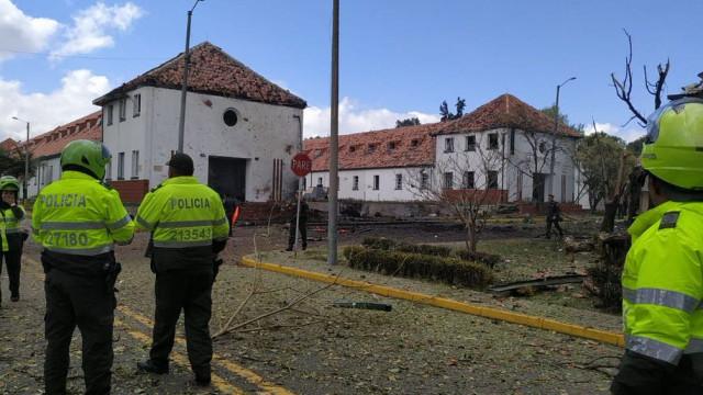 Explosão de carro em escola da polícia na Colômbia. Há mortos
