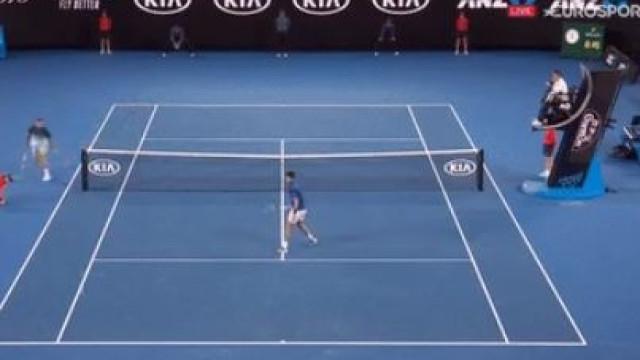 Se o toque de Djokovic tem classe, a resposta de Tsonga é soberba