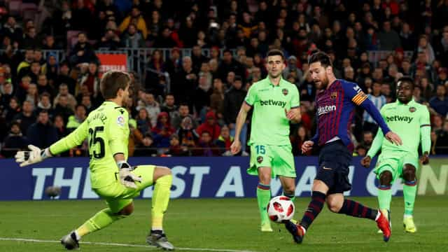 Barça segue para os 'quartos' com show de Dembelé, Messi e Semedo