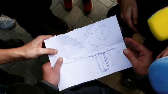 Do desenho no papel às máquinas pesadas, as imagens do resgate de Julen