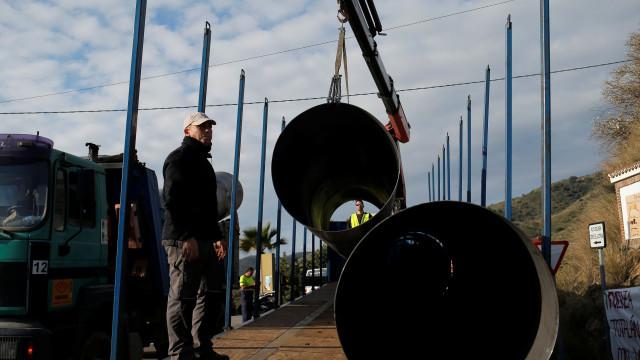 Com plataforma quase pronta, resgate de Julen prepara-se para chuva