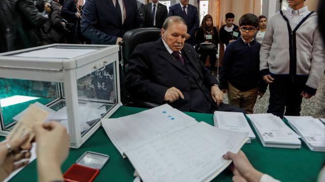 """Diretor de televisão argelina demitido após acusações de """"censura"""""""