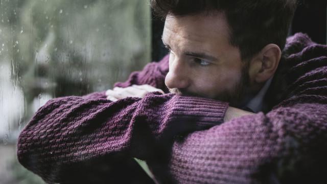 Entenda como a depressão é diferente nos homens e nas mulheres