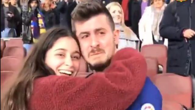 Sergi Roberto ofereceu a sua camisola e adepto do Barça reagiu assim