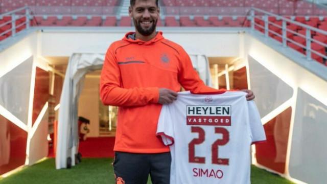 David Simão já exibe a camisola do novo clube