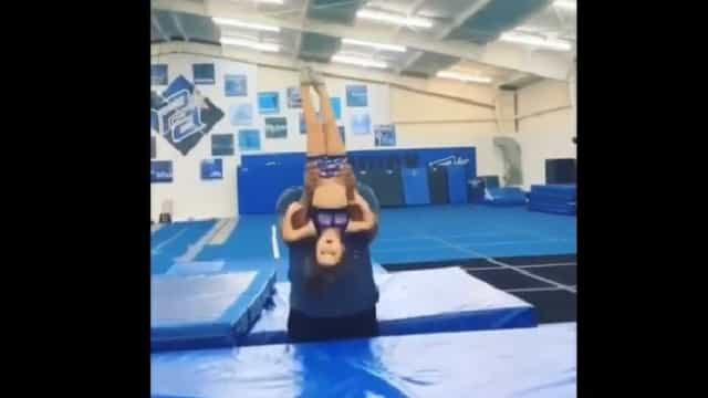 Cheerleader causa furor pelo mundo fora. E tem apenas quatro anos