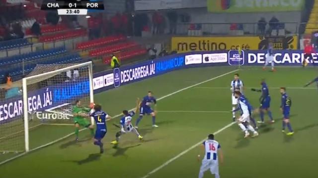 Golo de Tiquinho Soares inaugurou o marcador no Chaves-FC Porto