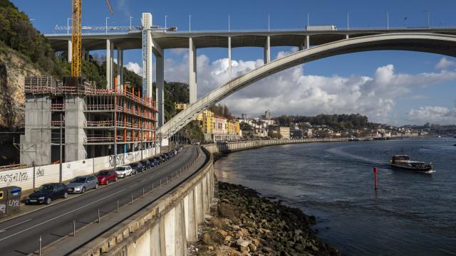 """""""Várias denúncias"""" motivaram ação do MP contra obra na Arrábida do Porto"""