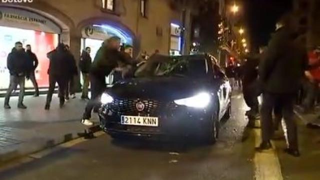 Protesto de taxistas em Espanha marcado por sucessivos ataques a carros