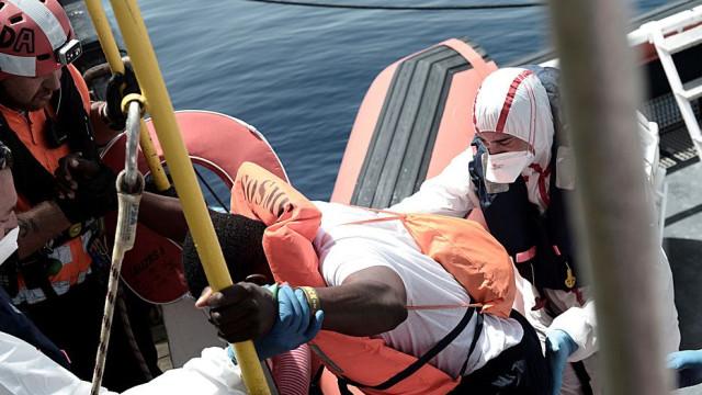 Mais de 100 migrantes desaparecidos em naufrágio junto à Líbia