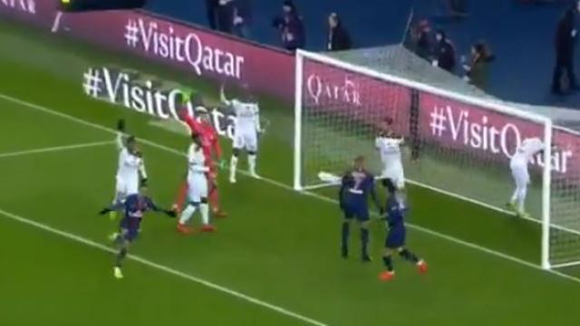 Neymar deu 'cabrito' no adversário e colocou o PSG na frente