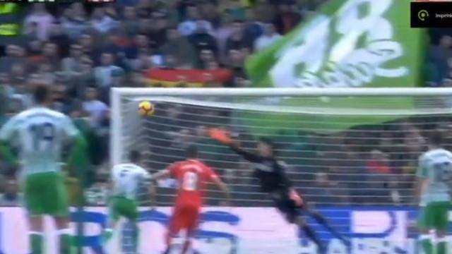Ex-FC Porto fez um daqueles golos de 'levantar' qualquer estádio