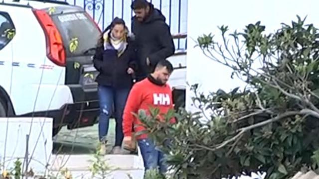 Pais de Julen aguardam fim de resgate em casa cedida por moradora