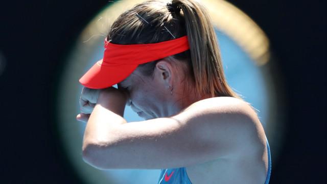 Sharapova, após ser eliminada, descarregou a 'fúria' nos jornalistas
